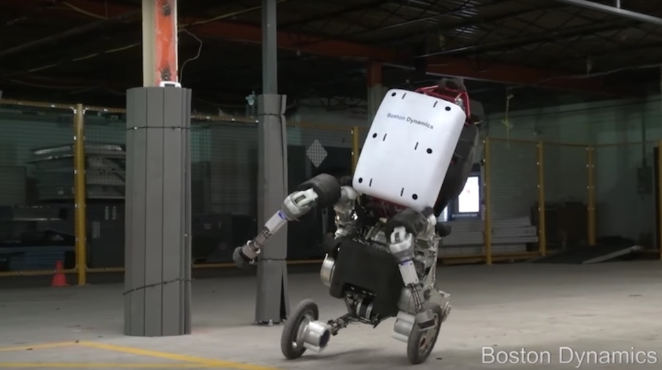 走る!跳ぶ!持ち上げる!キモカワでおなじみBoston Dynamics最新ロボットはタイヤつき「二足走行」