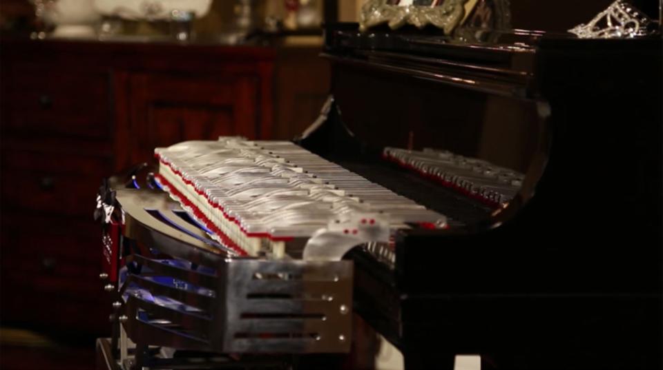 物理的に再現していくスタイルの自立型ピアノ演奏ロボット