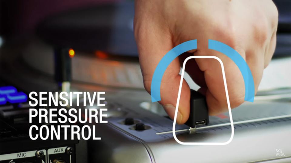 ツマんでコスれ。フェーダーに挿して使うタッチ式MIDIコントローラー「CTRLCAP」