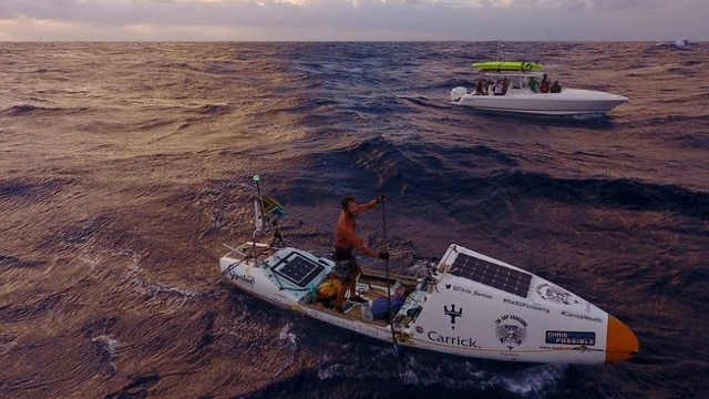 パドルボードで大西洋横断を成し遂げた男