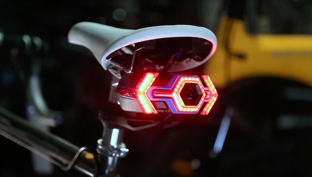 サイドウィンカー、ブレーキランプ、バックカメラをまとめて取り付け。「HEXAGON」はどんな自転車もスマートにしてくれる
