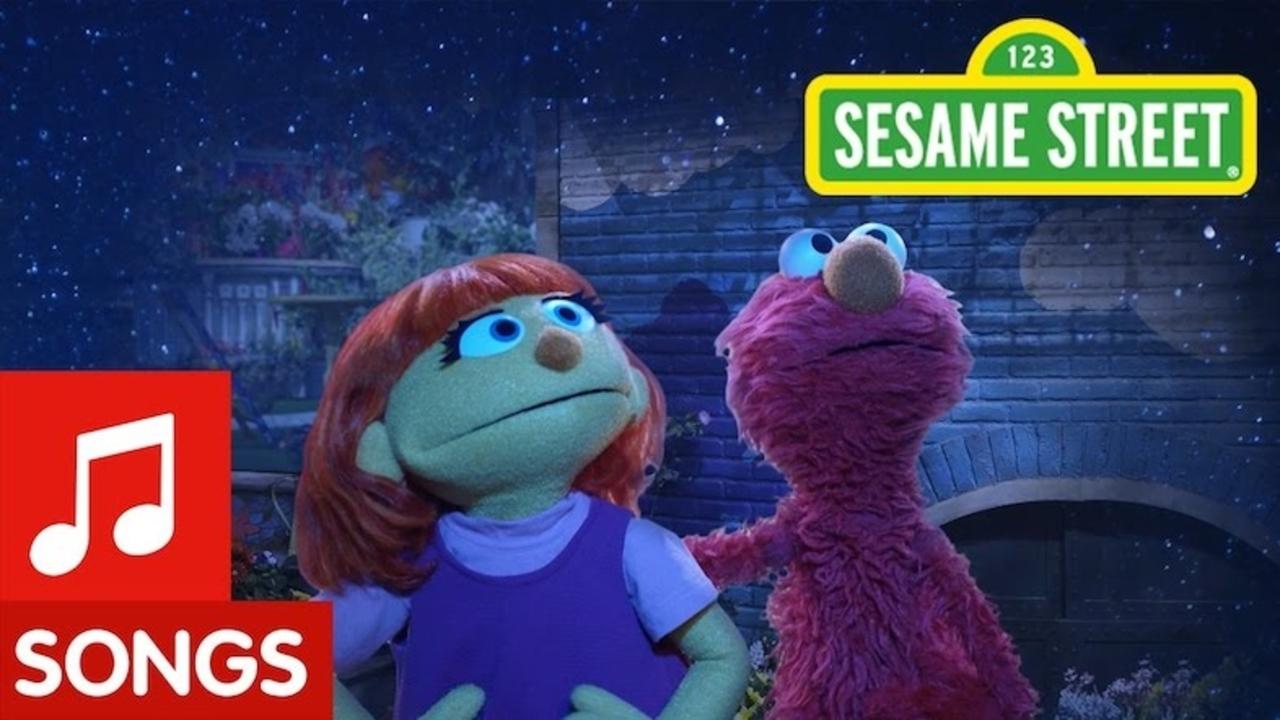 人気教育番組『セサミストリート』に自閉症の女の子が新キャラクターとして登場