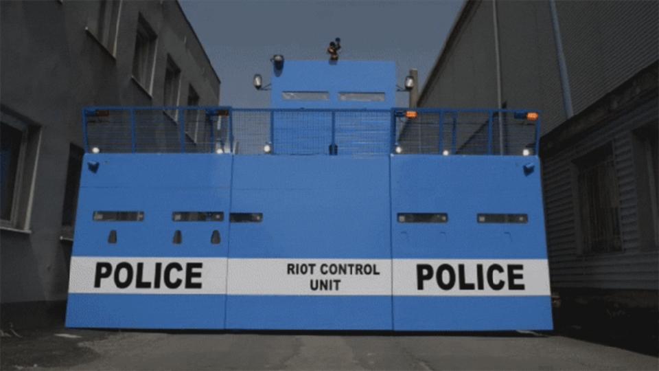 警察の未来の形は、ちょっとしたトランスフォーマーロボ