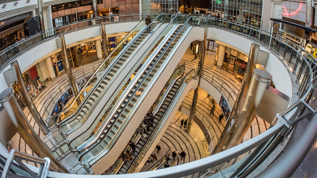 香港のショッピングモールで、45mの上りエスカレーターがいきなり高速で逆走。18人負傷