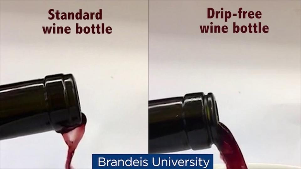 もうポタポタを気にしなくていい。ワインボトルの注ぎ口に切れ込みを入れると…