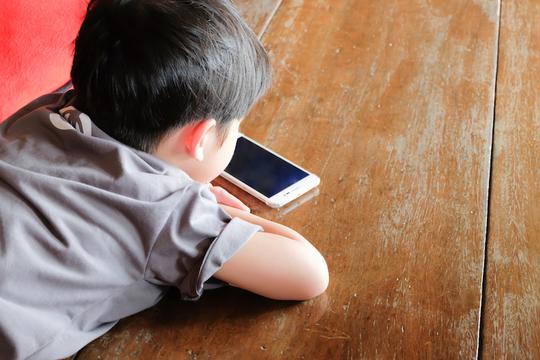 子どものスマホ利用を「制限」ではなく「活用」する方法