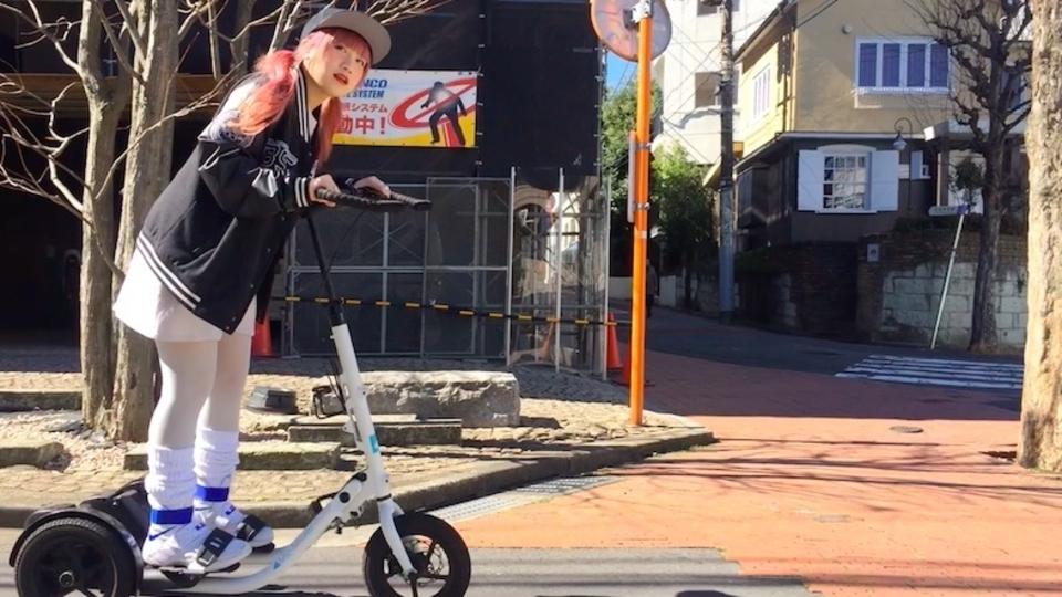 移動時間がトレーニングになるフィットネスバイク「Me-mover」にチップチューンアーティストのTORIENAさんが挑戦!