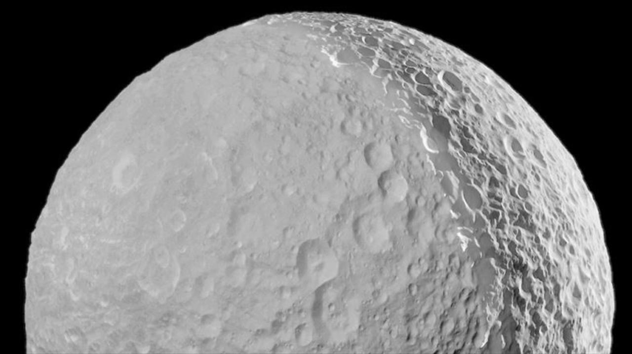 20年間のミッション終了間近な探査機カッシーニによる、「土星のデススター」の鮮明写真