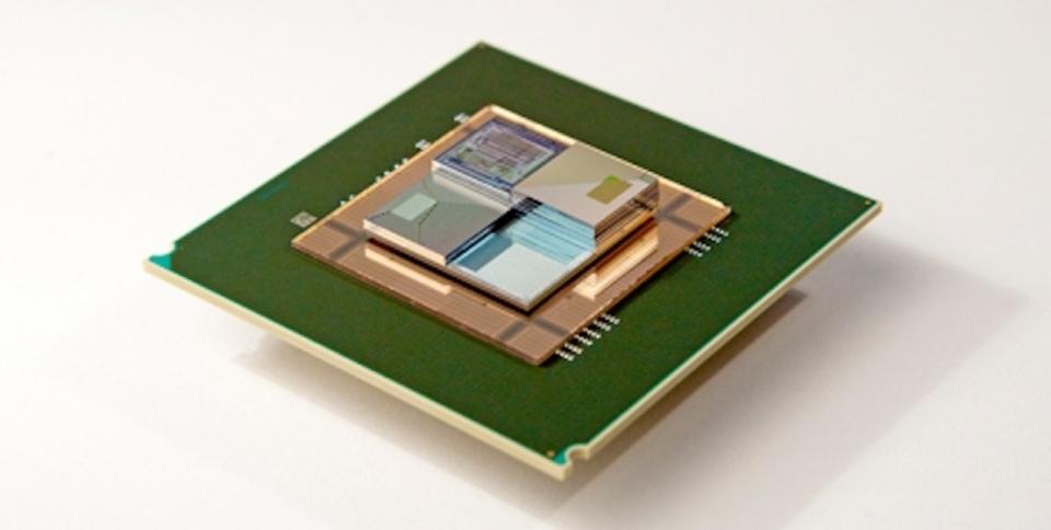 プロセッサへの給電と放熱を「レドックス・フロー電池」が一挙解決?