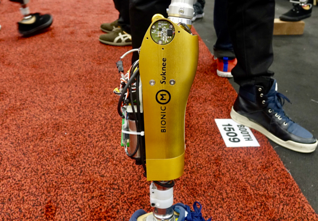 東京大学チームBionicMのロボット義足「Suknee」は自分で歩く #SXSW