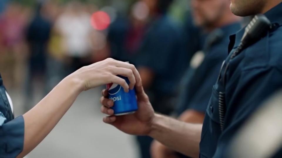 ケンダル・ジェンナーのペプシ炎上CMに対する最も痛烈な批判動画