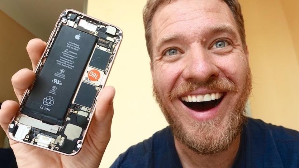 部品集めからスタート。iPhoneを完全手作りした男