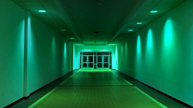 廃墟のショッピングモール映像集「Dead Mall Series」に80年代の幽霊をみた