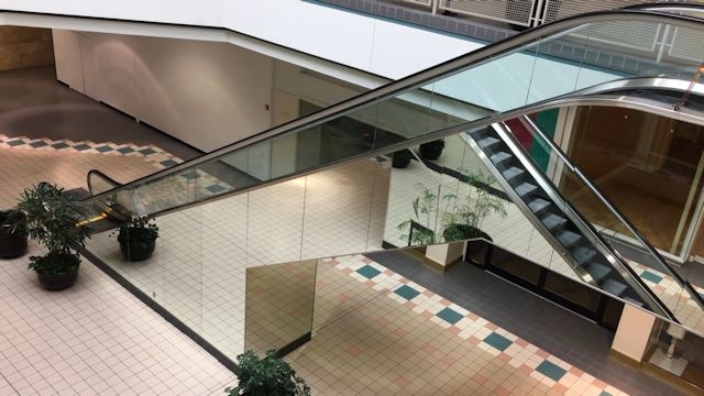 170414_oakhollowmall_escalators.jpg