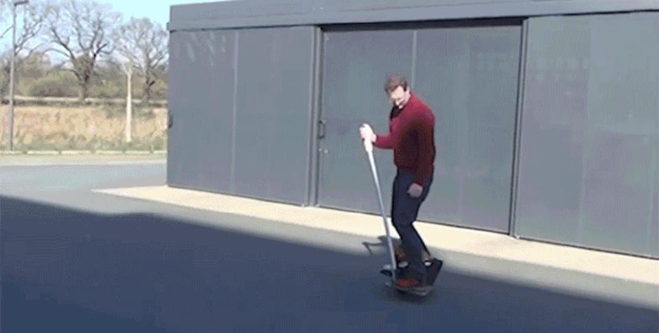 360度移動可能! ゴムボールでコロコロ進むセグウェイのような乗り物