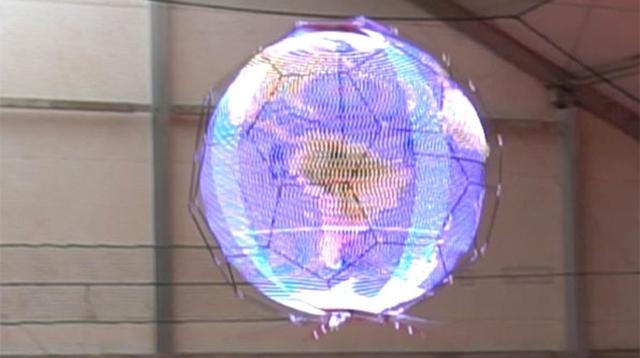映像が浮く、そして飛ぶ。世界初の「球体浮遊ドローンディスプレイ」登場間近