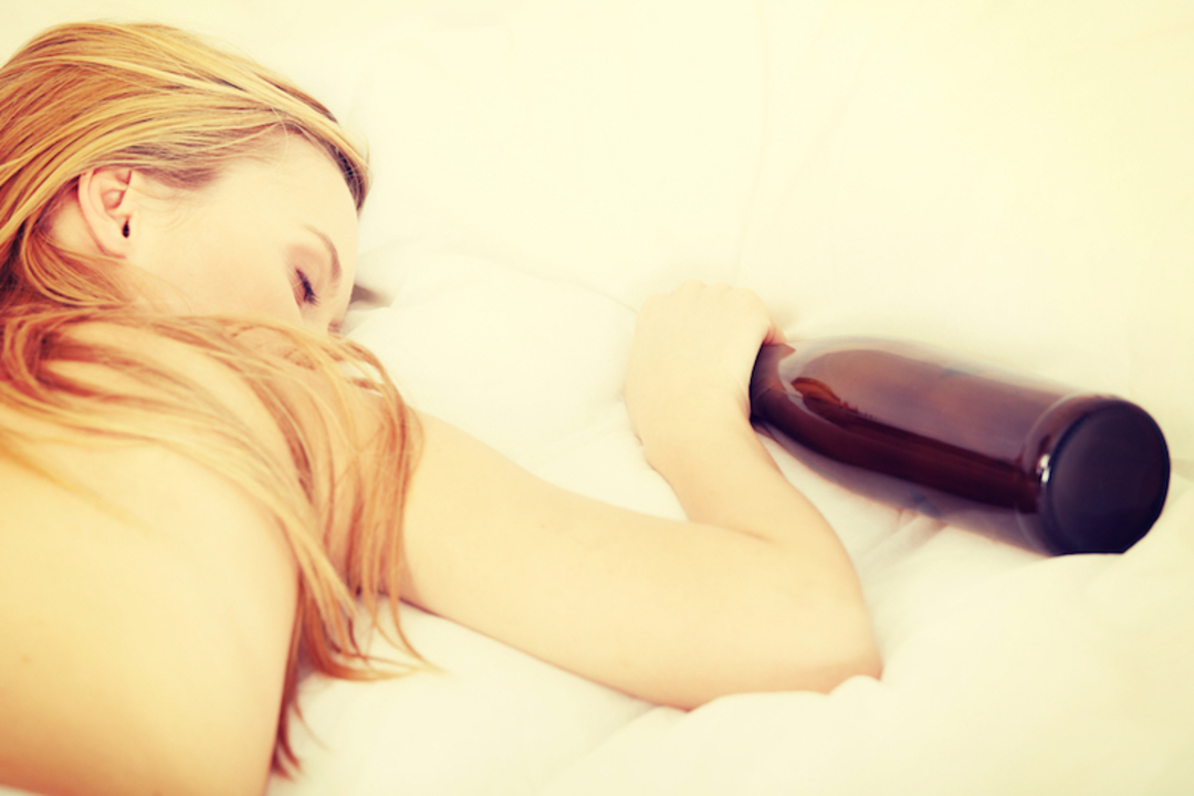 【実験】睡眠時にケツの穴へアルコールを入れられるとどうなるのか?