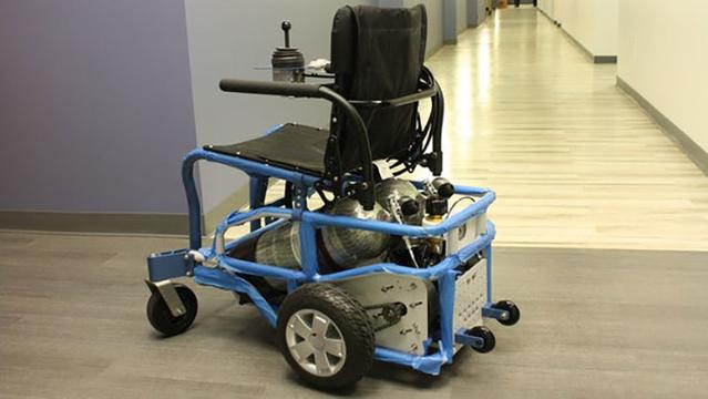 電動の弱点を克服。空気で動く車いすは、水に強くて充填もすぐ
