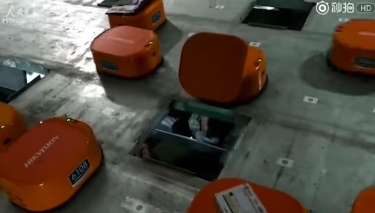 かわいい? ディストピア? 中国の配送倉庫では大量のロボットが大活躍