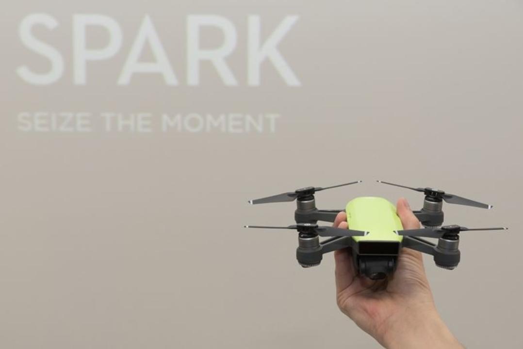 新型「Spark」でDJIが小型ドローン界に参入。ジェスチャーで操作できるパームコントロールがスゴかった!