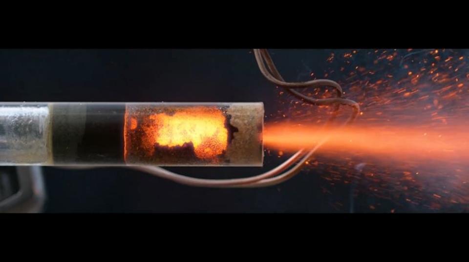 C6-7小型ロケットエンジンが美しく燃えつきる様を超スローモーションでお楽しみください