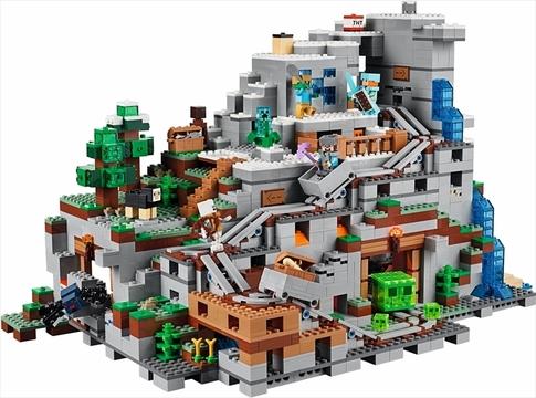 レゴ『マインクラフト』の巨大セット「山の洞窟」が登場。トロッコもエレベーターもトーチも!