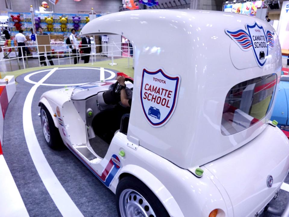 東京おもちゃショー2017:トヨタのちびっ子専用ドライビングシミュレーターを体験!免許がもらえるよ