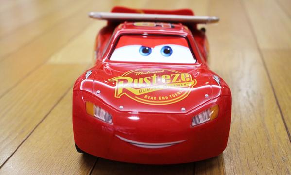 カチャウ! Sphero社の最新おもちゃは映画『カーズ』のライトニング・マックィーンを完全再現
