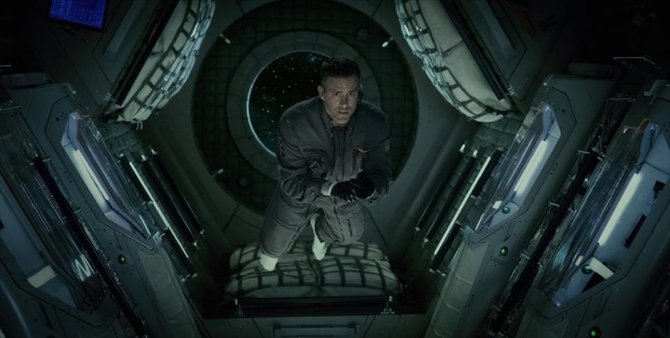 映画『ライフ』の冒頭10分が公開。宇宙船と地球外生命体が美しい!