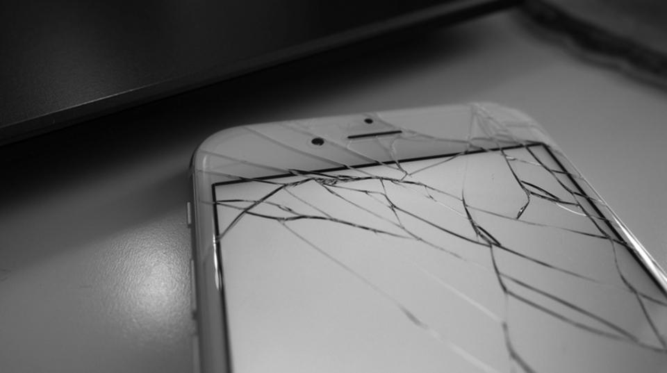Appleの「iPhoneの画面割れ修理マシーン」、サードパーティの修理センターにも配備へ