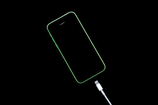 iPhone 8にワイヤレス充電が搭載されるって噂、いまどうなっているの?
