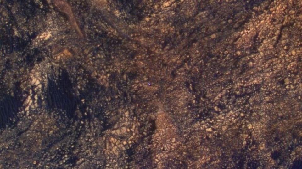 NASAが公開、火星探査機キュリオシティの小さな小さな背中