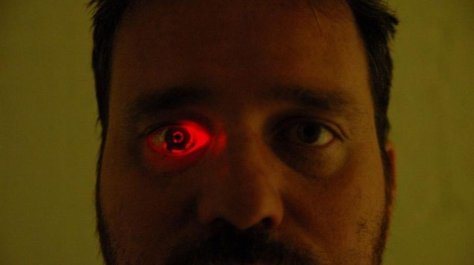 【閲覧注意】目にカメラを埋めて「アイボーグ」になった映画作家、次なる夢は電脳化