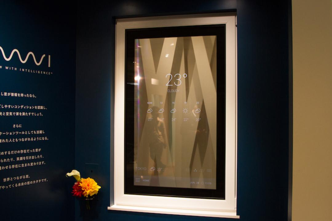 YKK APがホログラムのような「ディスプレイ窓」を発表。透明だけど、ちゃんと画面も映ります