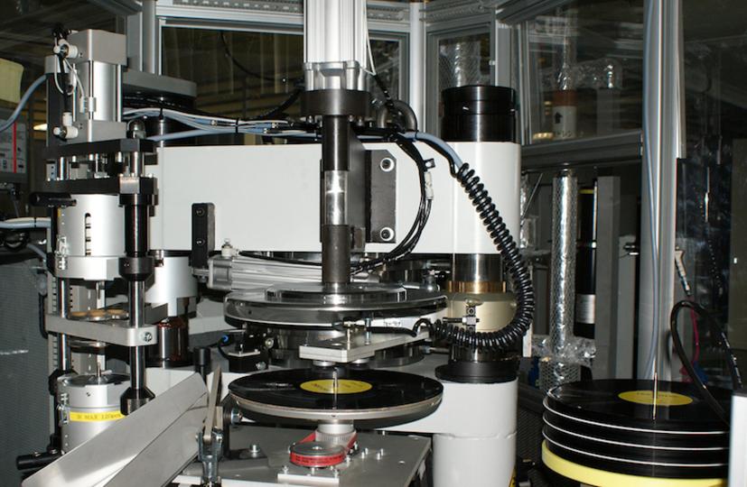 「アナログ・レコード」の勢い衰えず。ソニーもプレス機を導入、製造受注を開始へ