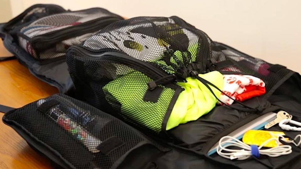 面白いほどよく入る。全開するバックパック「CLOSET BAG」の収納シーンを動画でチェック
