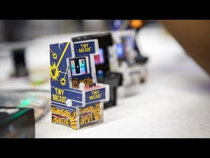 手のひらサイズでもちゃんと遊べる、ミニアーケードゲーム筐体「Tiny Arcade 」