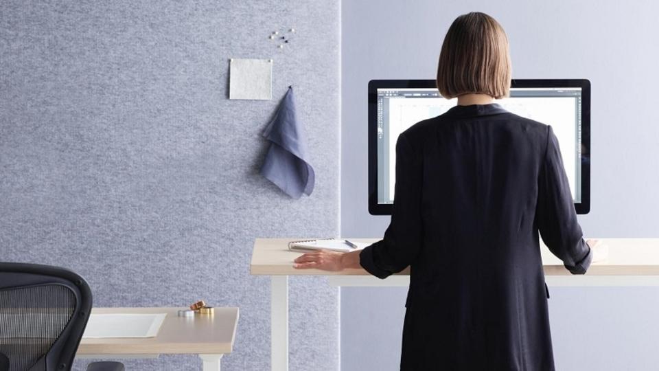 アーロンチェアの家具メーカーが手掛けるトラッカーは職場の健康習慣につながる? それとも従業員の監視ツールとなる?
