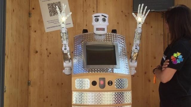 デジタルな祝福を。ロボットが牧師になる時代は到来するのか?