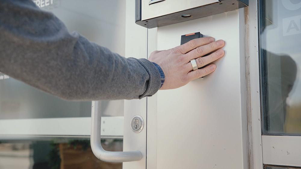 新たな刺客!スマートリング「Token」は指紋認証、NFCにも対応2