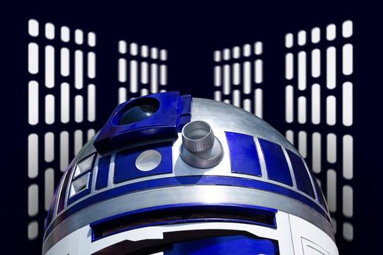 映画『スター・ウォーズ』シリーズで使われたR2-D2がオークションに。お高いです……