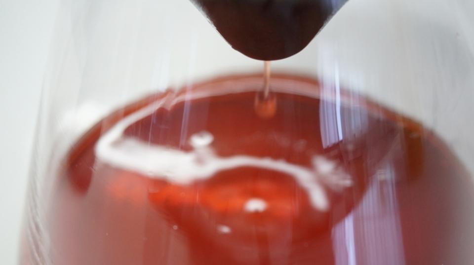 水道水やコンビニワインの味がまろやかに! セラミックの「LOCAセラミックフィルター」を試してみた