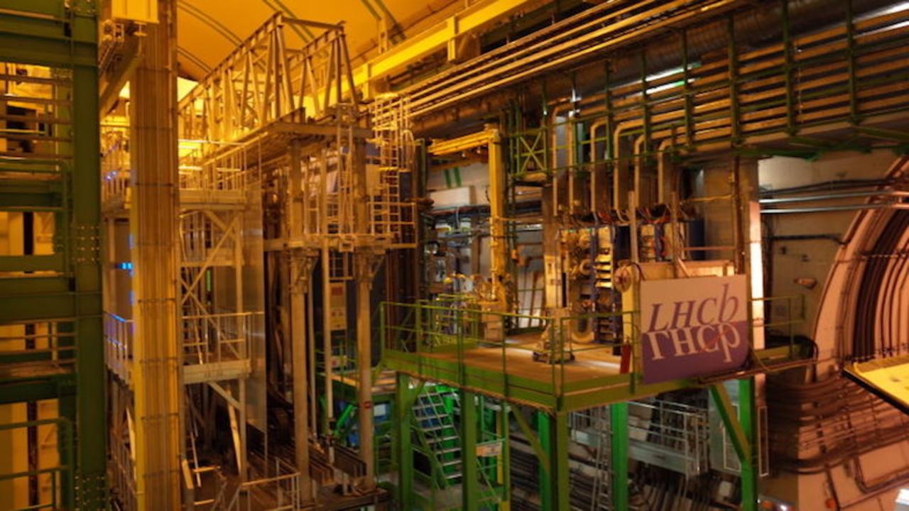 チャーミングな粒子をCERNが発見、物理学の標準理論に修正を迫るか