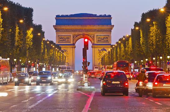 地球のために。フランスは2040年までにガソリン車/ディーゼル車の販売を禁止する