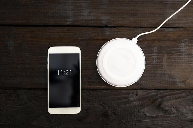 iPhone 8の無線充電アクセサリーは、ちょっと遅れて発売かも。iPhone 7 Plusのポートレートモード的な?