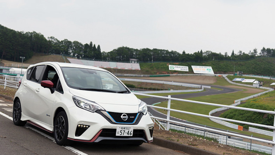 エンジンで発電、モーターで駆動するEVがスポーツカーになったら?