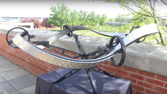 飛び抜けろ超電導体!高速でメビウスの輪の上を走り続ける姿が未来感ハンパなし