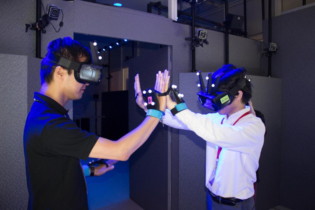 友達とハイタッチできるVR!? 「テレビ朝日・六本木ヒルズ 夏祭り」で公開中の多人数VR空間「アバル:ダイナソー」を体験してきた