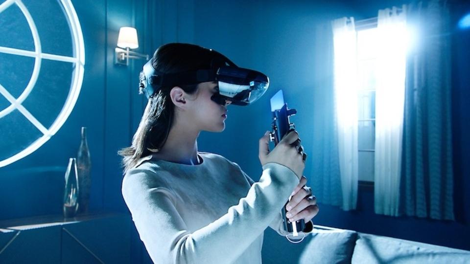 ディズニー公式『スター・ウォーズ』ARヘッドセット&ゲームが登場するぞ! ライトセーバーのARアイテムも?