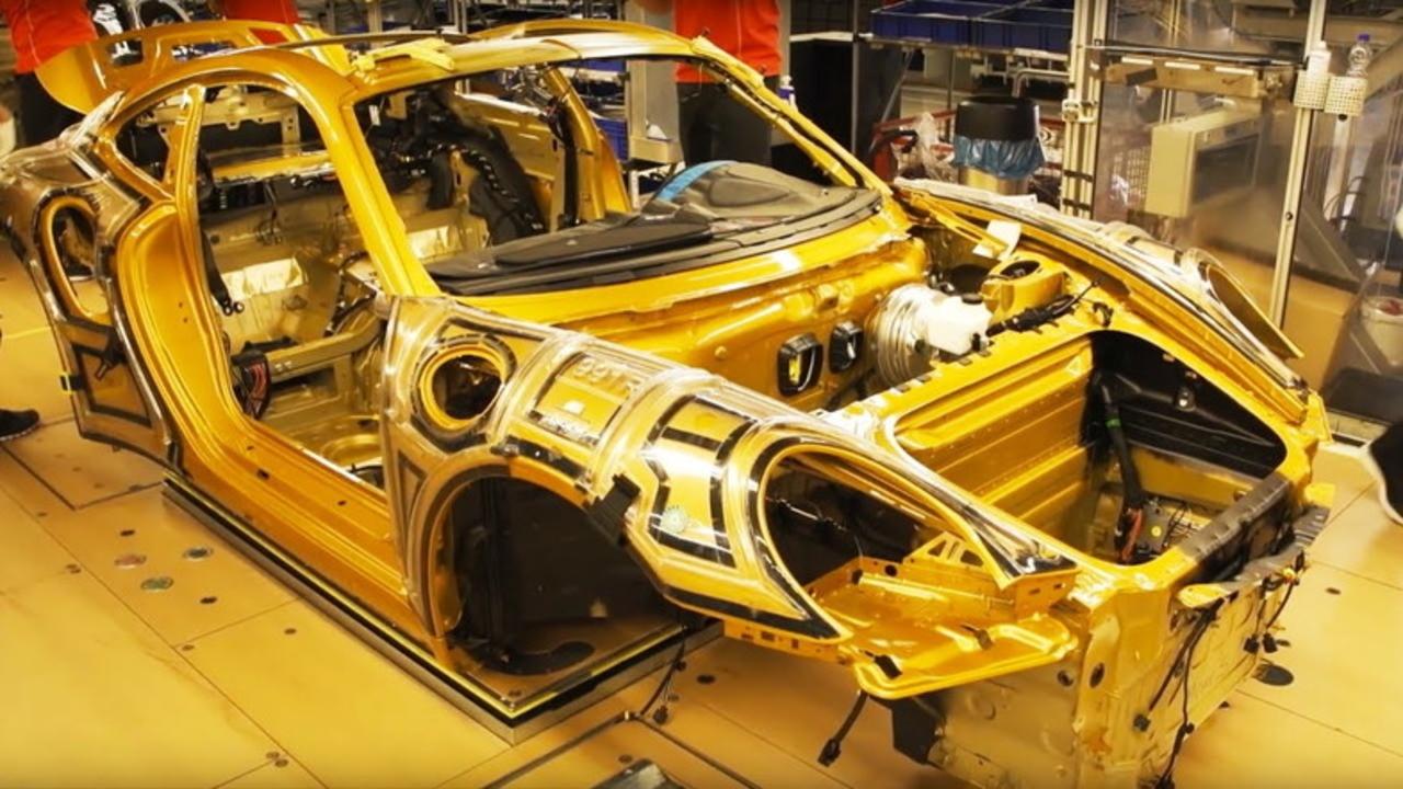 これはもう芸術品だ! 「911ターボS エクスクルーシブシリーズ」が組み上がる工程を動画でどうぞ